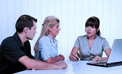 Работа с договорами - это одна из самых доступных услуг у юристов.